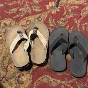 2 pairs flip flops cat& jack and rainbow brand